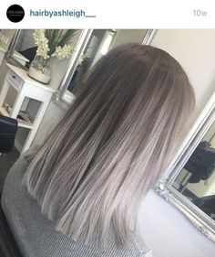 Silver Grey Hair – Biggest Hair Trends – 10 coupes de cheveux, coloration… - Top Of The World Grey Balayage, Short Balayage, Balayage Highlights, Color Highlights, Balayage Straight, Ash Blonde Balayage Silver, Ash Blonde Hair Balayage, Ashy Hair, Brown With Grey Highlights