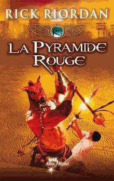 La pyramide rouge, Rick Riordan. (Pour voir le résumé: double clique sur l'image).