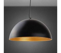 Dieser Artikel ist NUR ONLINE erhältlich! Diese elegante Hängeleuchte wird höchsten Ansprüchen gerecht. Der Schirm ist aus Eisen gefertigt und ist eloxiert und lackiert. Das klassische Schwarz und das wunderbar schimmernde Gold verleihen der Leuchte eine außergewöhnliche Noblesse. Geschmackvoll kommt sie besonders in modernen Einrichtungsstilen zur Geltung . Typ: Hängeleuchte Material: Eisen eloxiert, lackiert, Acryl Farbe: außen Schwarz, innen Gold Fassung: E27 Leuchtmittel: 1x60 Watt…