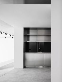 House for an Art Collector is a minimalist home located in Zurich, Switzerland, designed by Think Architecture. Home Decor Styles, Home Decor Accessories, Cheap Home Decor, Minimalist Home, Minimalist Design, Minimalist Scandinavian, Scandinavian Style, Contemporary Home Decor, Interior Design Kitchen