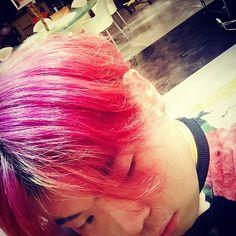 WEBSTA @ i_am24_ - だんだんピンクぽっい赤になってきたよ😂#マニパニ #パープルヘイズ #色落ち #次の色 #何しよう #青にしよう