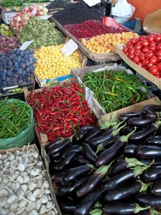 About Food – Fruit and Vegetable Market in Tbilisi Georgian Cuisine, Georgian Food, Georgie, French Press Coffee Maker, Lunch Menu, Proper Nutrition, Fruits And Vegetables, Food Videos, Yummy Food