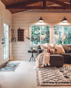 White color: meaning of color and how to use in decoration - Home Fashion Trend Home Living Room, Living Room Decor, Living Spaces, Cottage Style Living Room, Dining Room, Interior Modern, Interior Design, Room Interior, Ship Lap Walls