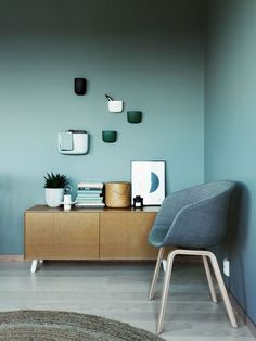 Green interior trend: try these 4 new greens in 2020 / green wall paint, dark green wall decor and green interior inspirations on ITALIANBARK Green Painted Walls, Dark Green Walls, Blue Walls, Interior Paint, Modern Interior Design, Interior Design Inspiration, Room Inspiration, Green Wall Decor, Trending Paint Colors