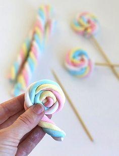 Cómo hacer piruletas de nubes de azúcar   Aprender manualidades es facilisimo.com