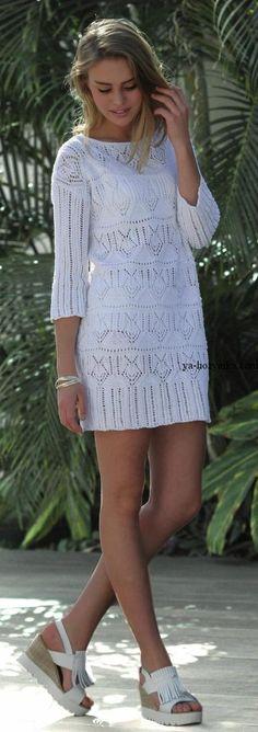 Белое мини-платье спицами ажурным узором. Вязаное платье туника схема