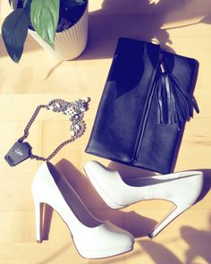 Cosmo bag and Queen M necklace 💕💕💕💕 www.mirassstore.com #fashion #bag #accessories