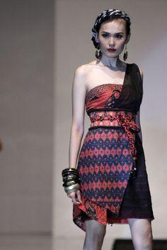 Dress batik untuk busana pesta modern