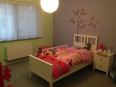 Het resultaat :-)  Mooie meisjeskamer Toddler Bed, Furniture, Home Decor, Child Bed, Decoration Home, Room Decor, Home Furnishings, Home Interior Design, Home Decoration