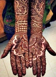 10 Best Bridal Mehendi Designs Inspirations http://blushingindianbride.com/10-best-bridal-mehendi-designs-inspirations/