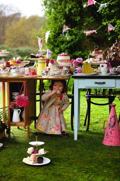 Little girl under the high tea table. even my littlest girl no longer fits under a tea table, but I couldn't resist pinning this! It reminds me of weekend barbeques with my mother's folks. Décoration Baby Shower, Village Fete, Girls Tea Party, Afternoon Tea Parties, Vintage Tea, High Tea, Yorkshire, Tea Time, Party Time