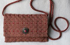 The evening bag is woven in one piece. The tablet woven strap is circular. Marijke van Epen