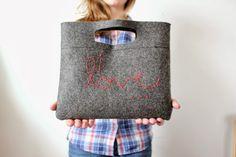 M Vamos a deleitarnos en este tutorial, en aprender a coser un bolsito de fieltro, con un aplique ...