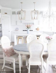 #brightwhitekitchen #whitekitchen #kitchendesign #whiteinteriors #glamstyle #chandelier #pendantlight