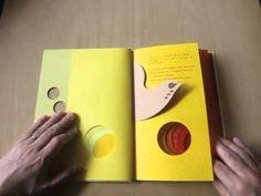 駒形克己さんの「YELLOW TO RED」。親鳥を探すひよこの小さな冒険。グラデーションとともに物語りの時間もすぎてゆきます。 http://www.hyakuchomori.co.jp/book/p/ISBN0KOMA0034.html