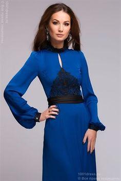 Платье синее длины макси с черной кружевной отделкой и длинными рукавами