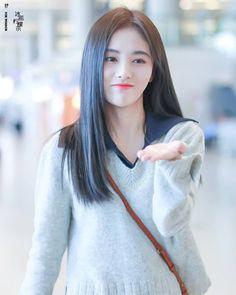 #jujingyi #kikuchanj #鞠婧祎#鞠婧祎个人工作室  @jujingyi_fanclub  29/10/2018, Ju Jingyi at airport Shanghai to Beijing