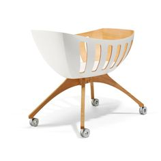 LAVI Cuiser is not only a state-of-the art moving crib but with its perfect organic design a real piece of art. Designed in Hamburg and made in