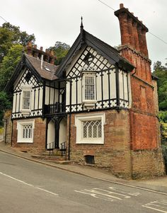 https://flic.kr/p/C23gRq | 21131 | The Grade II Listed Cliff Villas, Lower Broad Street, Ludford, Ludlow, Shropshire.  Houses dating from the Mid 19th Century. Rubble; roughcast and sham timber-framing; plain tile roof with twin gables to front; brick end stacks with multiple shafts. 2-unit plan; cottage orne style. 2-storeys, attic and cellar; 2-window range: canted oriels with metal glazing bars, moulded cornices and underhangs, over mullion windows in chamfered reveals under stone…