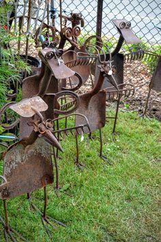 kevin crowder is the owner of rusty stuff - he makes owls, dragonflies, etc Junk Metal Art, Metal Yard Art, Scrap Metal Art, Junk Art, Metal Artwork, Welded Metal Art, Metal Welding, Recycled Garden Art, Recycled Metal Art