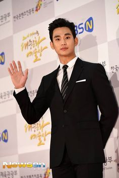 nice Kim Soo Hyun received the Prime Minister Award in the Popular Culture & Arts Award ceremony