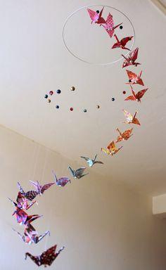 "Mobile bébé ""Spirale"" grues origami et perles"