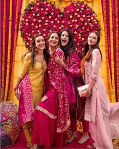 When it is your veere di wedding❤️ Giving us some bride squad goals! Bride And Bridesmaid Pictures, Bridesmaid Poses, Indian Bridesmaids, Bridesmaid Outfit, Brides And Bridesmaids, Bridal Poses, Bridal Photoshoot, Wedding Poses, Wedding Couples