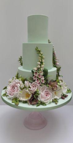 a green cake Amazing Wedding Cakes, Elegant Wedding Cakes, Wedding Cake Designs, Elegant Cakes, Amazing Cakes, Bolo Floral, Floral Cake, Gorgeous Cakes, Pretty Cakes