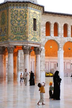"""the octagonal 8th century structure Qubbat al-Khazna (Arabic: قبة الخزنة ), meaning the """"Dome of the Treasury"""" in the courtyard of the Umayyad Mosque, Damascus"""