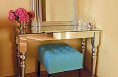 Ako zo starého stolíka spraviť extravagantný zrkadlový nábytok
