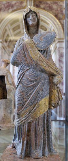 Veiled woman, Greek statuette (terracotta), 4th century BC, (Musée du Louvre, Paris).