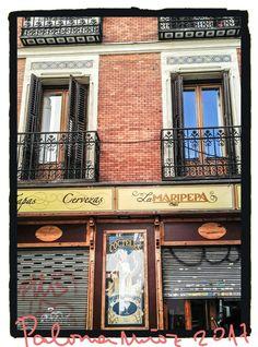 """Cervecería """"La Maripepa"""" la esquina de las calles de Moratín y Jesús, Barrio de las Letras. Brewery """"La Maripepa"""" The corner of the streets of Moratín and Jesús, Barrio de las Letras"""