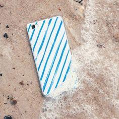 Die Sommerferien sind nun offiziell vorbei und nicht nur die Schulkinder schwelgen in Urlaubserinnerungen. Auch unsere #kwmobile Smartphonecases wünschen sich zurück an den Strand und lassen euch diesen Gruß da.  Zum Urlaubsgefühl einfach hier klicken: http://ift.tt/2ck1cdS  #abindenurlaub #sommerferien #urlaub #vacation #erinnerungen #urlaubsfotos #strand #meer #schönwars #alltag #ferien #journey #ostsee