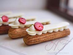 "874 mentions J'aime, 7 commentaires - Anna Felikova's pastry studio (@afpastrystudio) sur Instagram: ""Клубничные эклеры Одни из фаворитов курса ""Вокруг света за 9 часов"" с необыкновенной и…"" Profiteroles, Eclairs, Eat Me Drink Me, Food And Drink, Eclair Recipe, Types Of Desserts, French Patisserie, Choux Pastry, French Desserts"