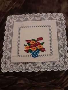 Cross Stitch Rose, Cross Stitch Embroidery, Diy And Crafts, Shabby Chic, Vintage Crochet Patterns, Linen Tablecloth, Crochet Pillow Covers, Crochet Bow Ties, Crochet Table Runner