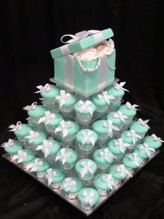 Tiffany cupcakes for a bridal shower. I know a gal in town who has made these cupcakes before. Her business is called Queen Bee Cupcakes. She is awesome! Tiffany Theme, Azul Tiffany, Tiffany Wedding, Tiffany Blue Party, Tiffany Birthday Party, Birthday Cake, Tiffany Co Party Ideas, Breakfast At Tiffanys Party Ideas, Tiffany Blue Weddings