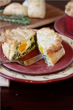 Torta Pasqualina / Easter Pie by Bel' Alimento --- from No-Stress Easter Dinner Recipes at Country Living Easter Dinner Recipes, Delicious Dinner Recipes, Easter Brunch, Holiday Recipes, Yummy Food, Italian Easter Pie, Savory Breakfast, Breakfast Quiche, Dinner Menu