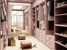На фото: Параллельная планировка гардеробной