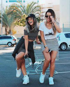 looksly - Lih florencio com cropped e saia e Larissa Lahw com t-shirt e saia do Verão 2017
