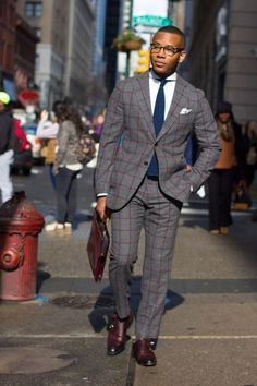 Bold suit style with knot standard windowpane suit on men's style pro Mens Fashion Blog, Mens Fashion Suits, Mens Suits, Fashion Styles, Style Fashion, Dapper Gentleman, Gentleman Style, Sharp Dressed Man, Well Dressed Men