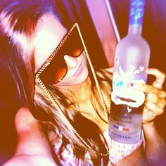 i want these sunglasses!!! and what she's holding ;)