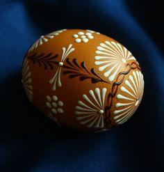 Kraslice v přírodních tónech / Zboží prodejce Královna Mab Eastern Eggs, Easter Egg Designs, Ukrainian Easter Eggs, Egg Decorating, Crochet Projects, Diy And Crafts, Projects To Try, Crafty, Holiday