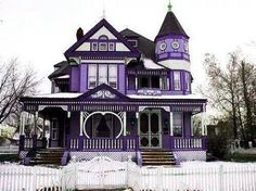 Victorian purple home Purple Home, Victorian Style Homes, Victorian Gothic, Victorian Interiors, Victorian Design, Style At Home, Beautiful Buildings, Beautiful Homes, House Beautiful