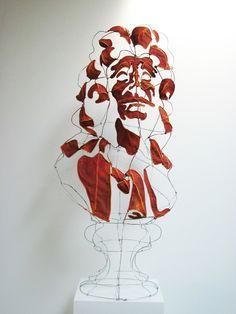 Portrait de Molière par le designer plasticien Clément Calaciura. Sculpture en buste constituée d'une structure d'acier et de toile.