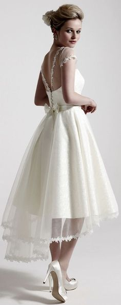 111 elegant tea length wedding dresses vintage Tea length dresses are becoming more and more popular every year. It is essential to dress in the right ensemble if you're attending casual or formal parties. Wedding Dress Chiffon, Wedding Dress Trends, New Wedding Dresses, Elegant Wedding Dress, Lace Dress, Bridesmaid Dresses, Wedding Ideas, Trendy Wedding, Chiffon Dresses