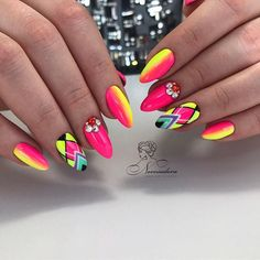 Full color nails. Uñas en colores neon.