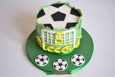Torta Pallone da Calcio 2D: interamente modellata a mano e personalizzata