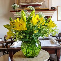 Totally tremendous yellow lily bouquet in the famous Café Hammingh. Cow Parsley, Lily Bouquet, Ture Love, Love Flowers, Storytelling, Netherlands, Yellow, Instagram Posts, Green