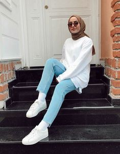For women, hair is considered to be. Having hair may reflect class and luxury. This is why girls opt to have thick, long and textured hair. Hijab Outfit, Hijab Casual, Stylish Hijab, Ootd Hijab, Hijab Chic, Modern Hijab Fashion, Street Hijab Fashion, Muslim Fashion, Modest Fashion