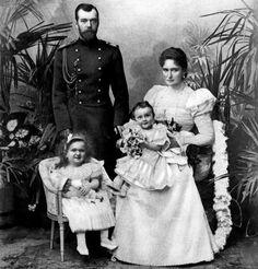 tsar nicholas alexandrovich II and tsarina alexandra feodrovna with their first two daughters, olga and tatiana